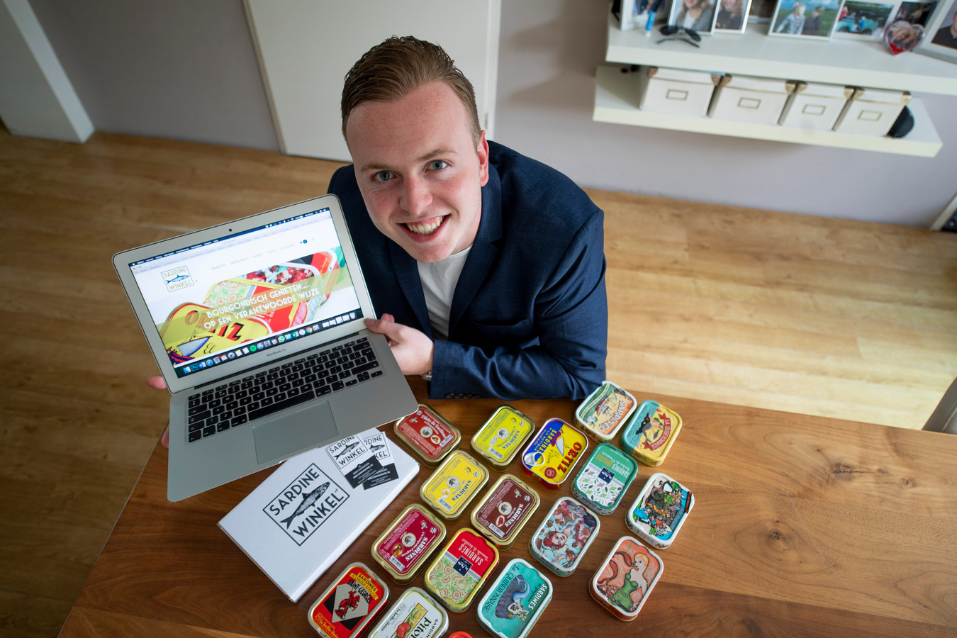 De jonge ondernemer Bram Riemersma heeft zich gestort op de verkoop van sardines.