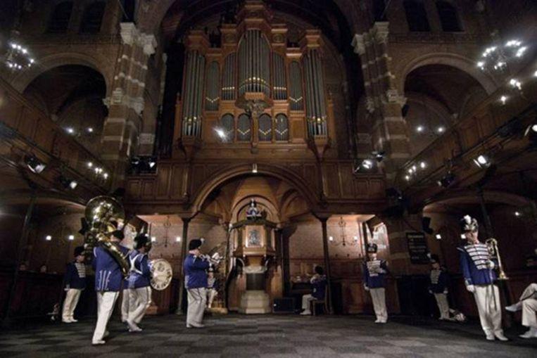 Sander Breure en Witte van Hulzen: March Fanfare March, Roll Fanfare Roll, performance, variabele duur, 2008 Beeld -