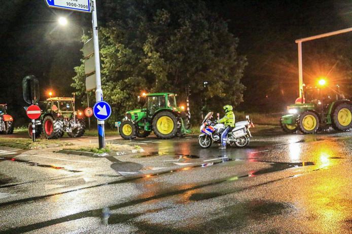 Tractoren vertrekken vanuit Helmond naar Den Haag.
