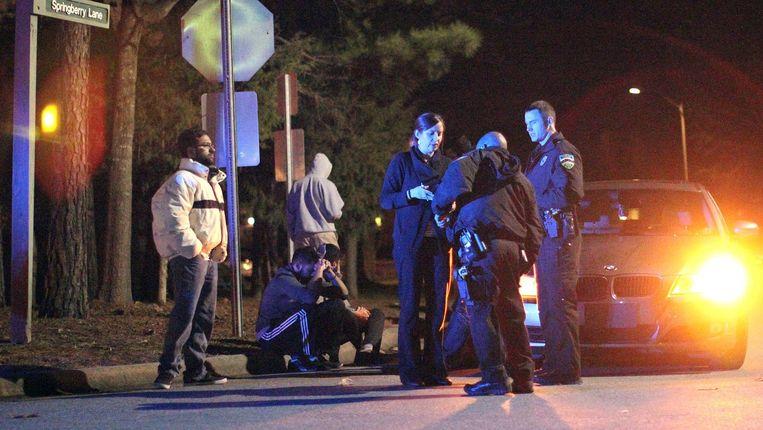De politie onderzoekt de plaats van het drama.