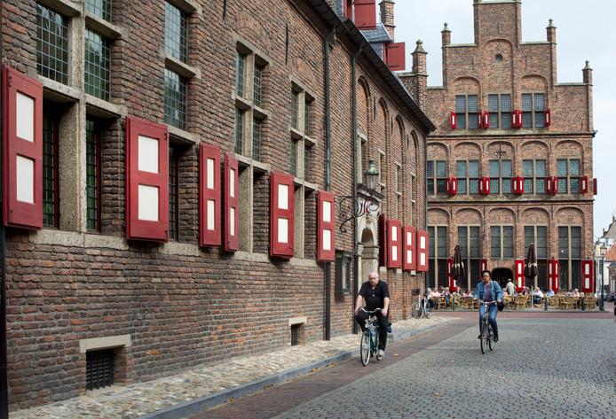 Links de vleugel van het stadhuis van Doesburg waarin het college kantoor houdt.
