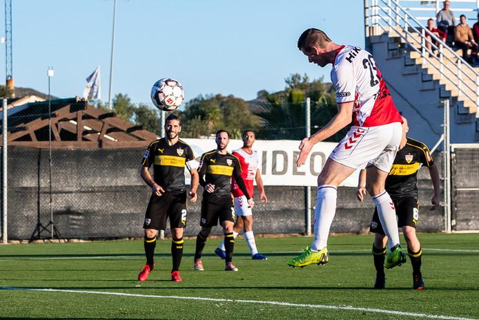 Nick Venema kopt raak tegen VfB Stuttgart.
