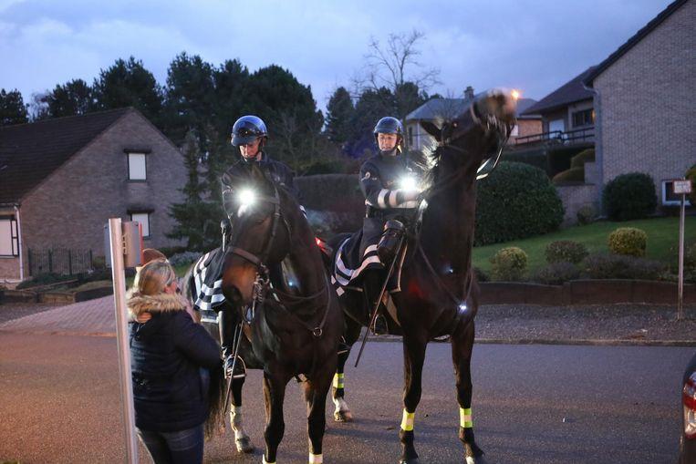De agenten te paard zijn ook een aanspreekpunt voor buurtbewoners.