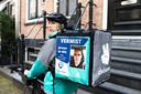 Deliveroo-bezorgers rijden met posters van vermiste personen, hier Jeroen de Wit uit Leimuiden.