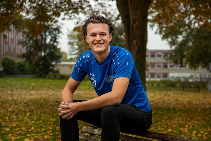 Daan Rossi, spits van Gloria UC, in azuurblauw