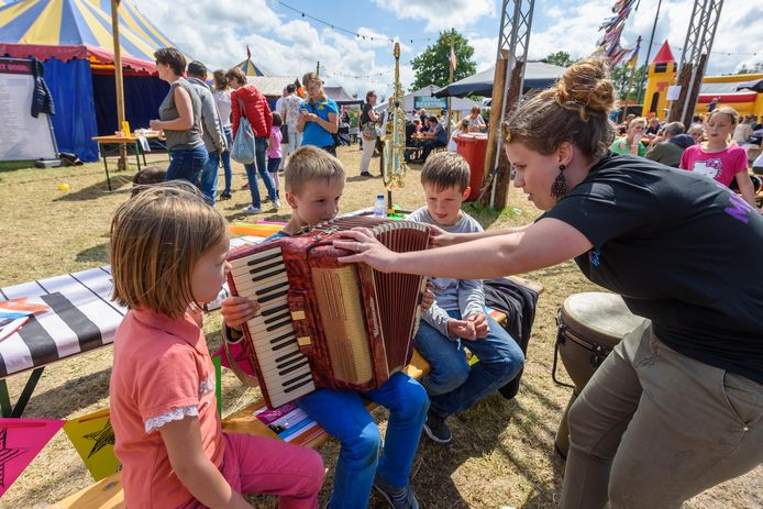 Zomerfestival Denekamp bij zalencentrum 't Wubbenhof.