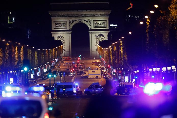 Drie klassen van het Bonhoeffer College uit Enschede waren tijdens de aanslag  in Parijs