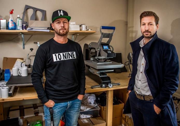 De broers Michael en Lex van Dommelen in hun werkplaats.