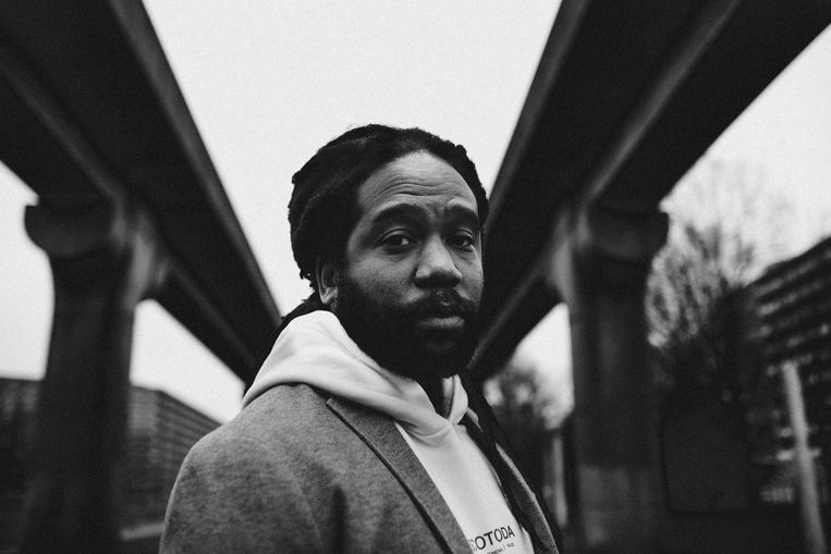 Zeven jaar na zijn eerste soloplaat, werkt rapper en zanger Glen Faria aan een nieuw album. Beeld