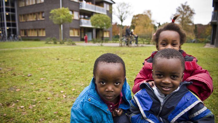Kinderen van asielzoekers bij het Centraal Orgaan opvang Asielzoekers (COA) in Amersfoort. Beeld ANP
