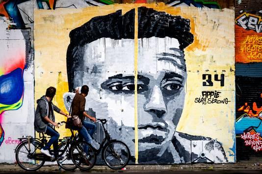 Levensgrote muurschildering van Ajacied Abdelhak Nouri op een muur van een pand aan de NDSM-werf in Amsterdam.