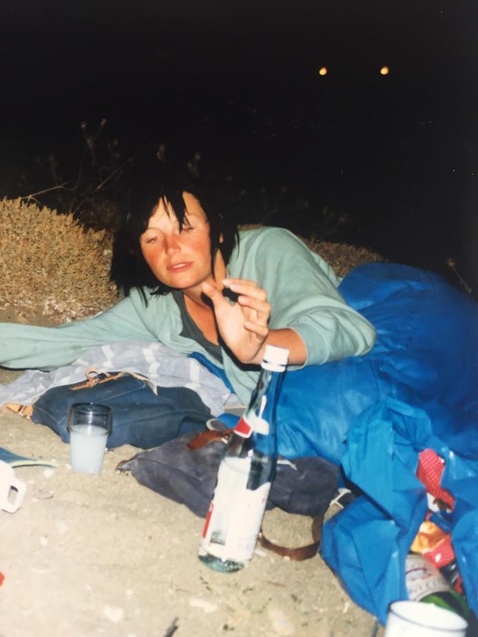 Pam van der Veen viert in Griekenland in 1987.