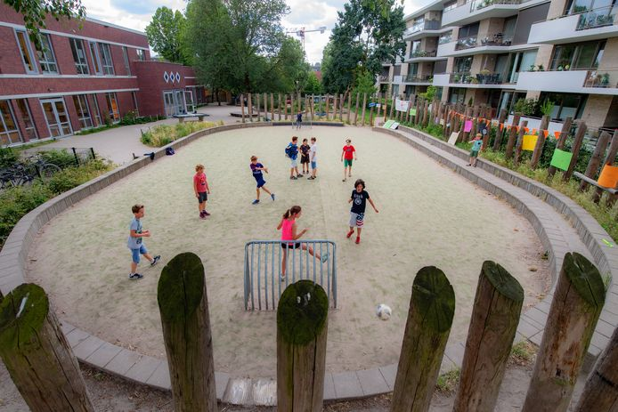 Nijmegen/Nederland: basisschool de Buut, voetbalveldjeDgfotofoto: Bert Beelen