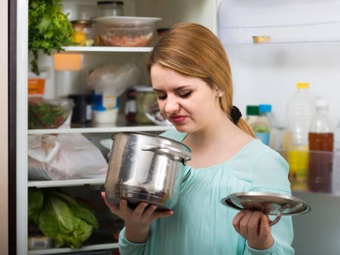 """Voedselvergiftiging kan dodelijk zijn en komt meestal uit eigen keuken. Prof geeft advies om het veilig te houden: """"Gebruik een sponsje nooit langer dan 1 dag"""""""