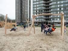 Kinderen testen vernieuwde speeltuin op Linkeroever