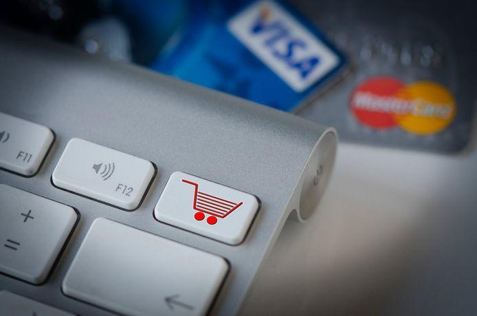 Ons land is in de greep van een samenzwering; er is sprake van een groot aantal online transacties, waar enorme bedragen in omgaan. Foto ter illustratie.