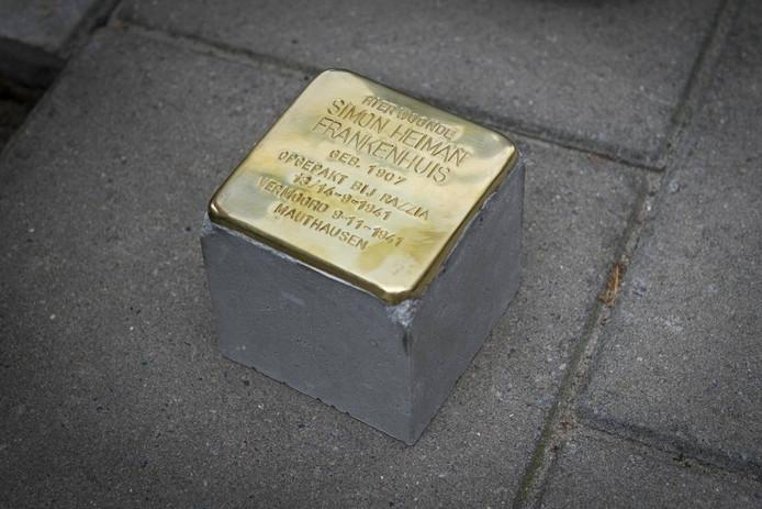 Enschede is vanaf vrijdag drie Stolpersteine rijker. Foto: Lars Smook