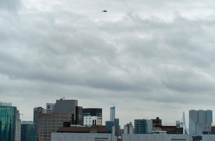 Een helikopter hing enige tijd in de lucht na de melding.