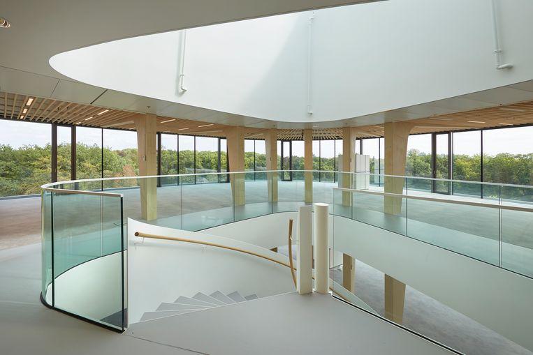 In het gebouw kun je zelf ervaren waar duurzaam bouwen uiteindelijk om draait: het creëren van een fijne leefomgeving, in harmonie met de natuur. Beeld Bert Rietberg / J.P. van Eesteren