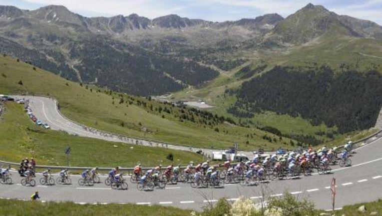 Na 1377 kilometer koersen mogen de deelnemers aan de Ronde van Frankrijk maandag even bijkomen. Foto ANP Beeld