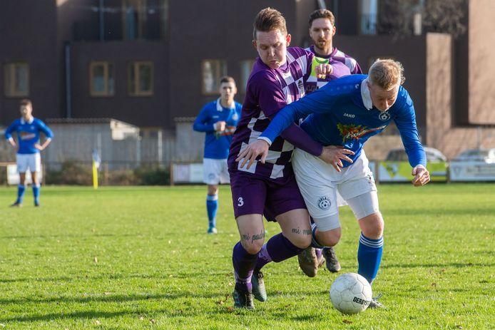 TVC Breda (paars-witte shirts) kende een kinderlijk eenvoudige middag in Stampersgat. (archieffoto)