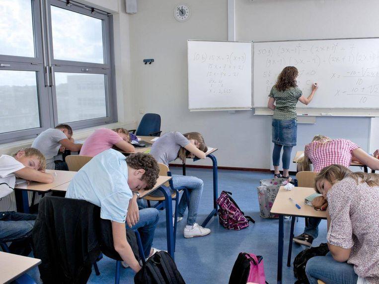 Tieners hebben negen uur slaap nodig, maar halen op weekdagen vaak slechts vijf uur slaap.
