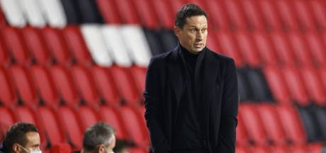 Roger Schmidt wisselde Mario Götze bij PSV wegens een blessure: 'Ik denk niet dat het ernstig is'