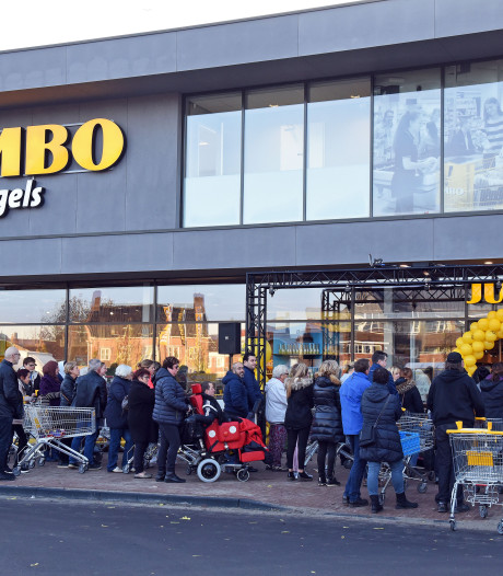 In de rij voor nieuwe Jumbo in Oostburg