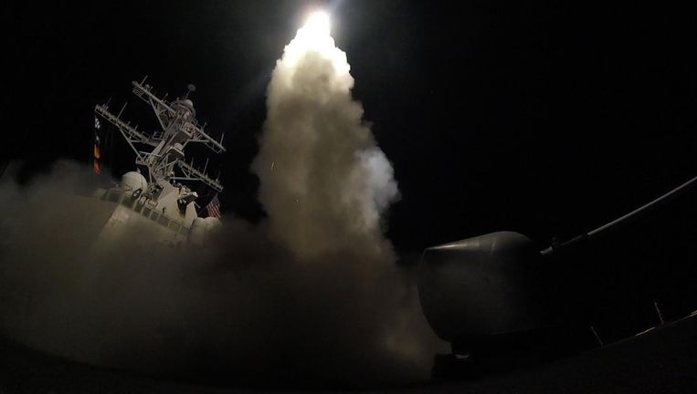 Raketaanval van de USS Porter, 7 april. Beeld afp