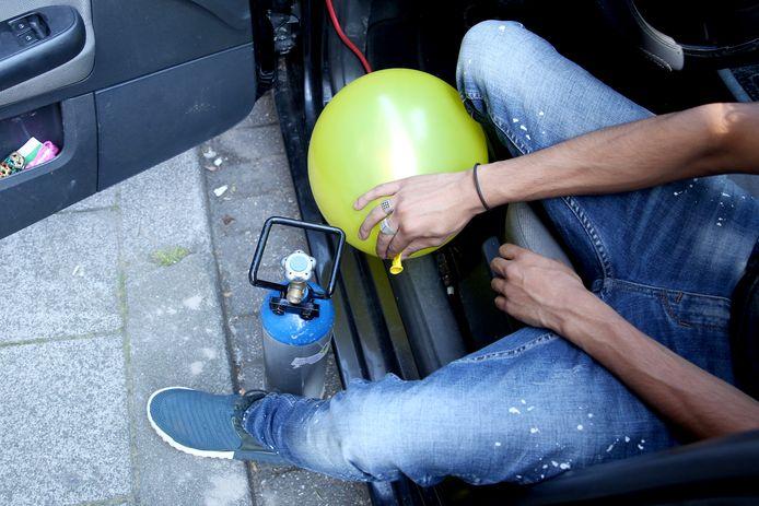 Een tank lachgas, een ballon: voor veel jongeren het recept voor een dolle avond.