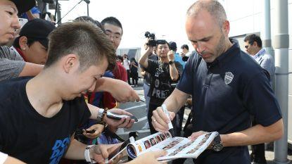 """Honderden fans verwelkomen Andrés Iniesta in Japan: """"Hoop de supporters te laten genieten"""""""