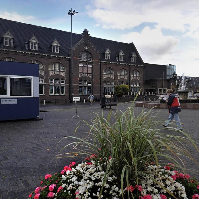 Bij de Tweede Kamerverkiezingen in 2012 stond er een tijdelijke unit op het Stationsplein waar een stembureau in gevestigd was.