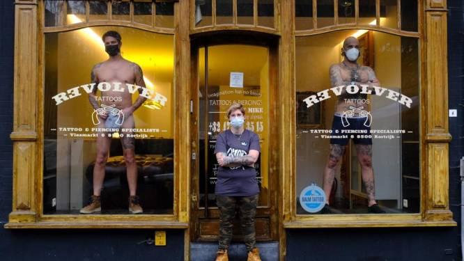 """Na kappers gaan ook tattoo-artiesten naakt uit protest tegen sluiting: """"Onbegrijpelijk, we zijn medisch geschoold"""""""