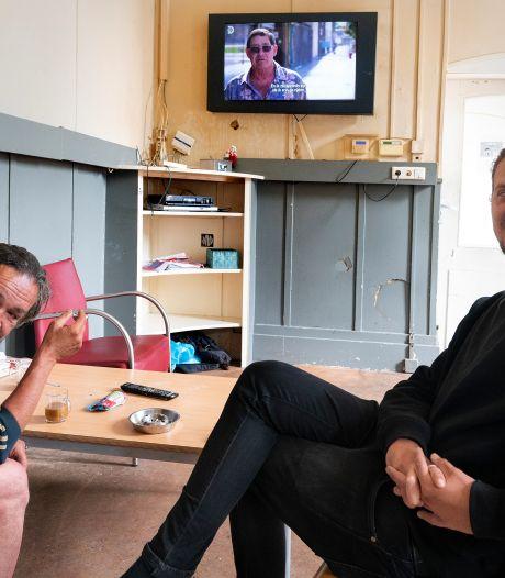 Dak- en thuislozen blij verrast door Frank Willems en Tim Haars: 'Bij de opvang moeten wij ook een mondkapje op'