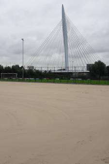 Gemeente vervangt veld omstreden club Magreb'90, die nu SVA Papendorp heet