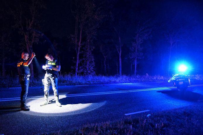 Politie zoekt naar sporen op de plek waar een 23-jarige Oisterwijkse in augustus 2019 bij haar scooter werd aangetroffen.