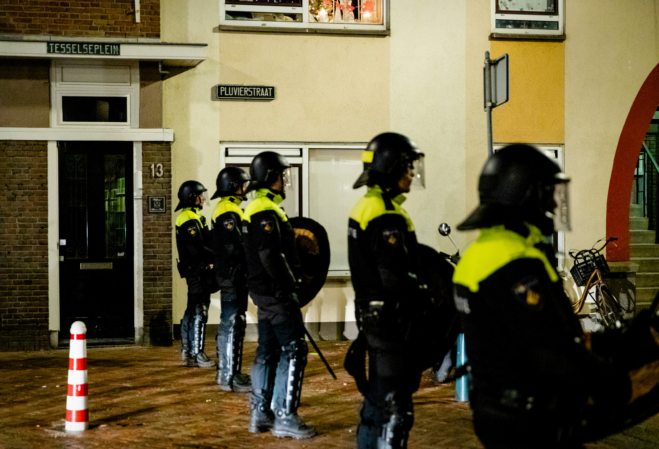 Politie in Duindorp maandagavond.