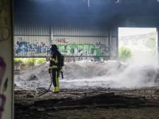 Vermoeden van brandstichting bij grote brand in loods vol autobanden Poortugaal