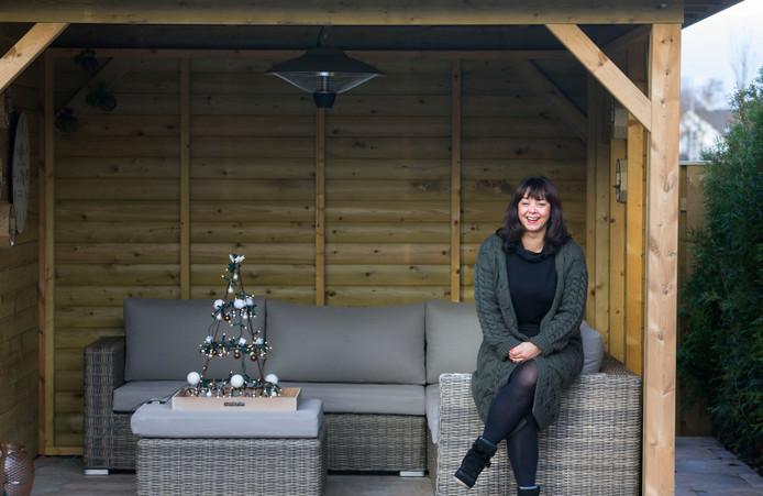 Germaine van den Tempel uit Sittard won een miljoen euro in de Postcodeloterij en kon daarmee mooi haar tuin laten opknappen.  Foto Annemiek Mommers