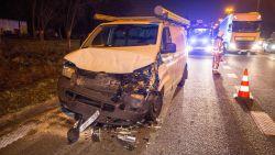 Kettingbotsing op afrit E40: twee gewonden