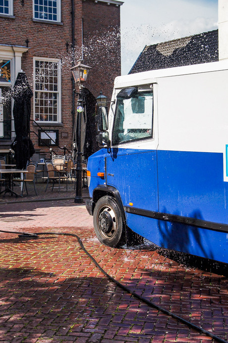 Twee mannen opgesloten in warme geldwagen in Montfoort