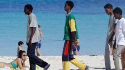 Burgemeester Lampedusa slaat alarm over anarchie op zijn eiland: vluchtelingen bezatten zich en vallen voorbijgangers lastig