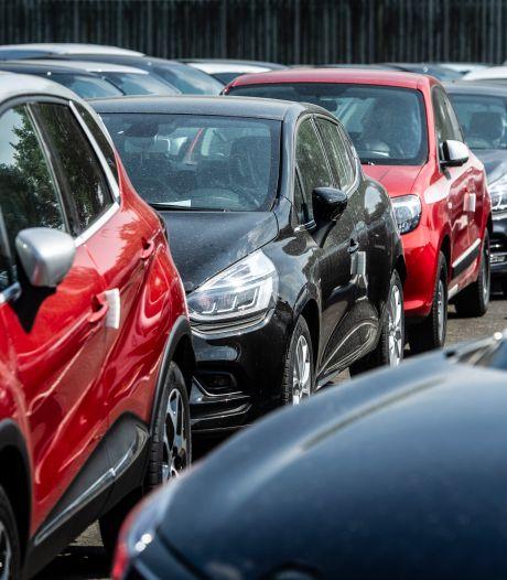 Veel Nederlanders laten goedkopere autoverzekering aan hun neus voorbij gaan