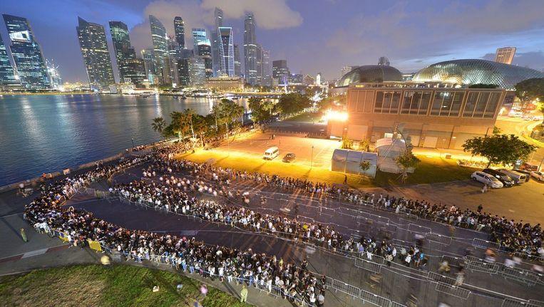 Een rouwstoet bij de Marina Bay in Singapore na het overlijden van Lee Kuan Yew in 2015. Als eerste premier van Singapore investeerde hij bovenal in het onderwijs. Beeld epa