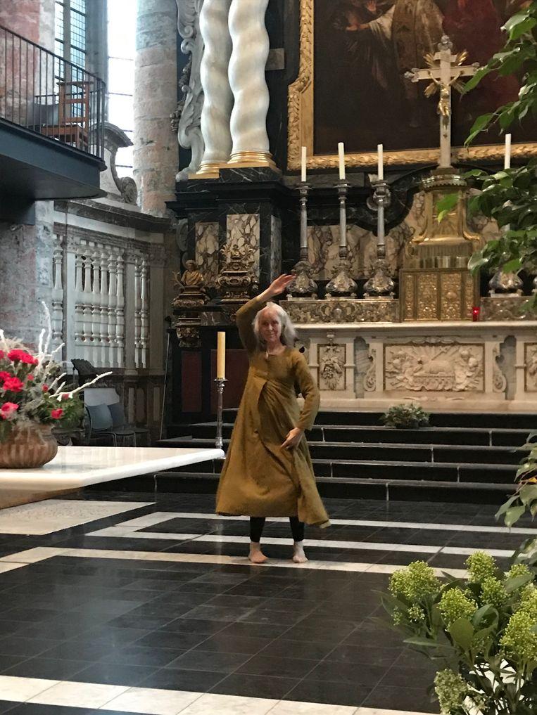 Mira's kunstdans voor Jezus zoals de Indische tempeldans
