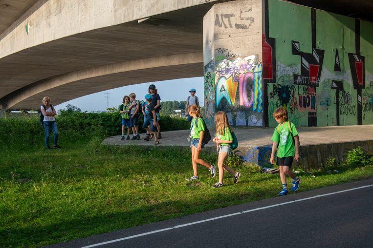 Scholieren bij viaduct. Beeld Hollandse Hoogte / Sabine Joosten