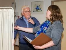 Ouderen vaak slachtoffer van oplichters die met babbeltrucs voor de deur staan