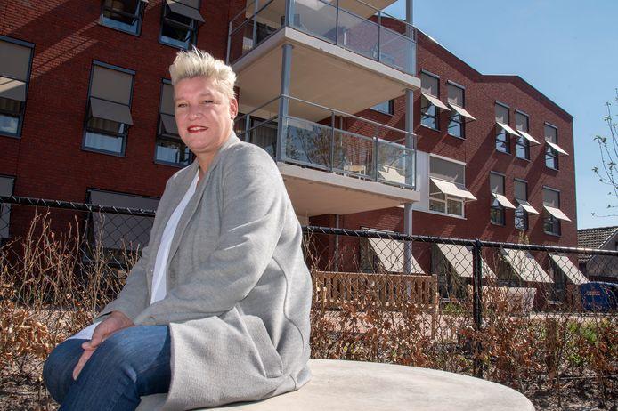 Sylvia in den Bosch voor Mookerhof. Een terugkeer van haar moeder zit er op korte termijn niet in.