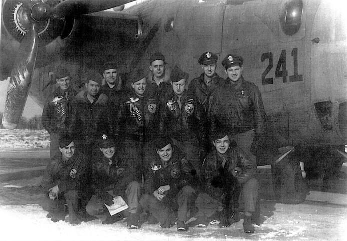 De crew van de Jolly Duck, het vliegtuig dat op 22 februari 1945 neerstortte nabij Zoetermeer.