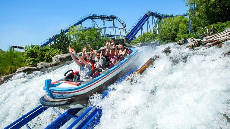 Is het een wildwaterbaan?Of een rollercoaster? Gek genoeg is Poseidon beide: na enkele 'drops' plons je het water in.